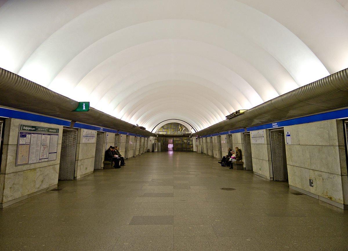 Проблемную станцию «Улицу Дыбенко» закрывали вПетербурге утром 5октября