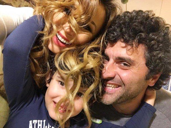 Анфиса Чехова показала семейное фото и опровергла слухи о разводе