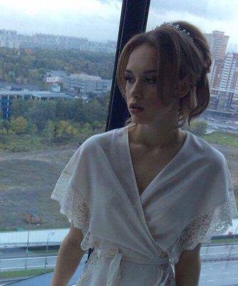 Диана Шурыгина показала свадебную прическу и макияж