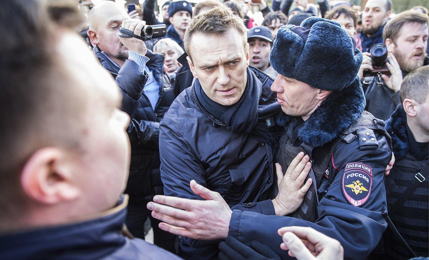 Мосгорсуд оставил Навального вспецприемнике до21октября