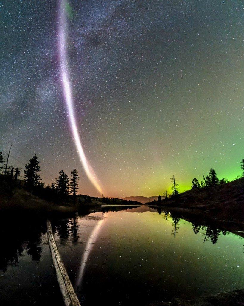 Внебе над Канадой увидели необычную пурпурную дугу