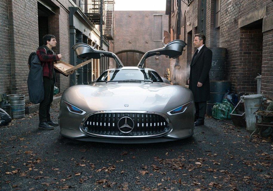 Бэтмен «пересядет» нановый концептуальный автомобиль Mercedes-AMG