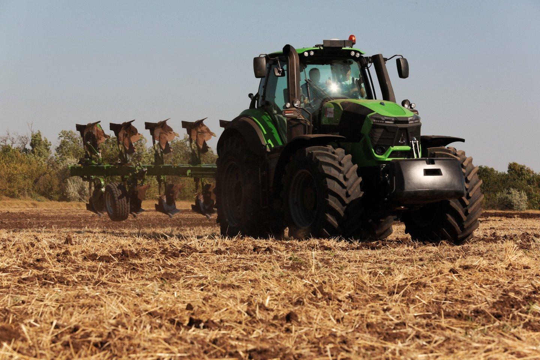 Под Луганском тракторист подорвался вовремя сельхозработ наполе