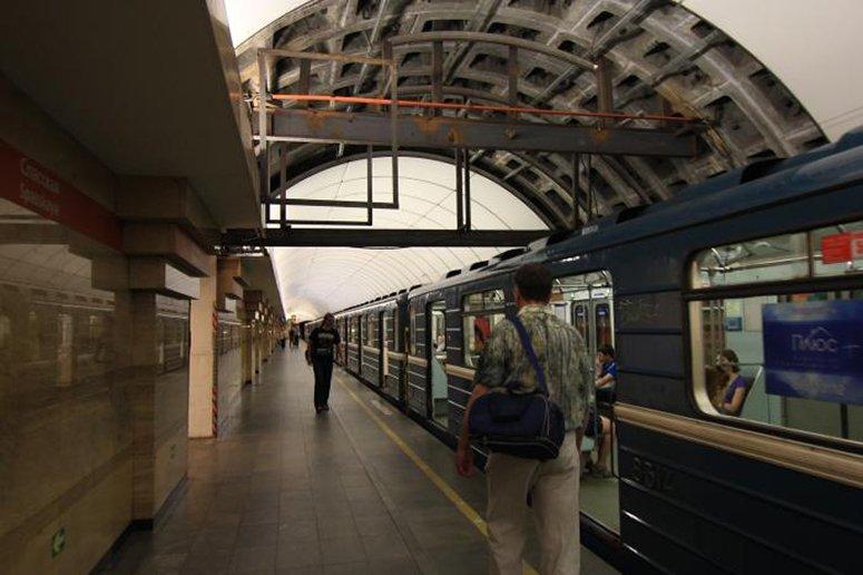 Станцию «Чернышевская» вПетербурге закрывали на10 мин.  из-за подозрительного предмета