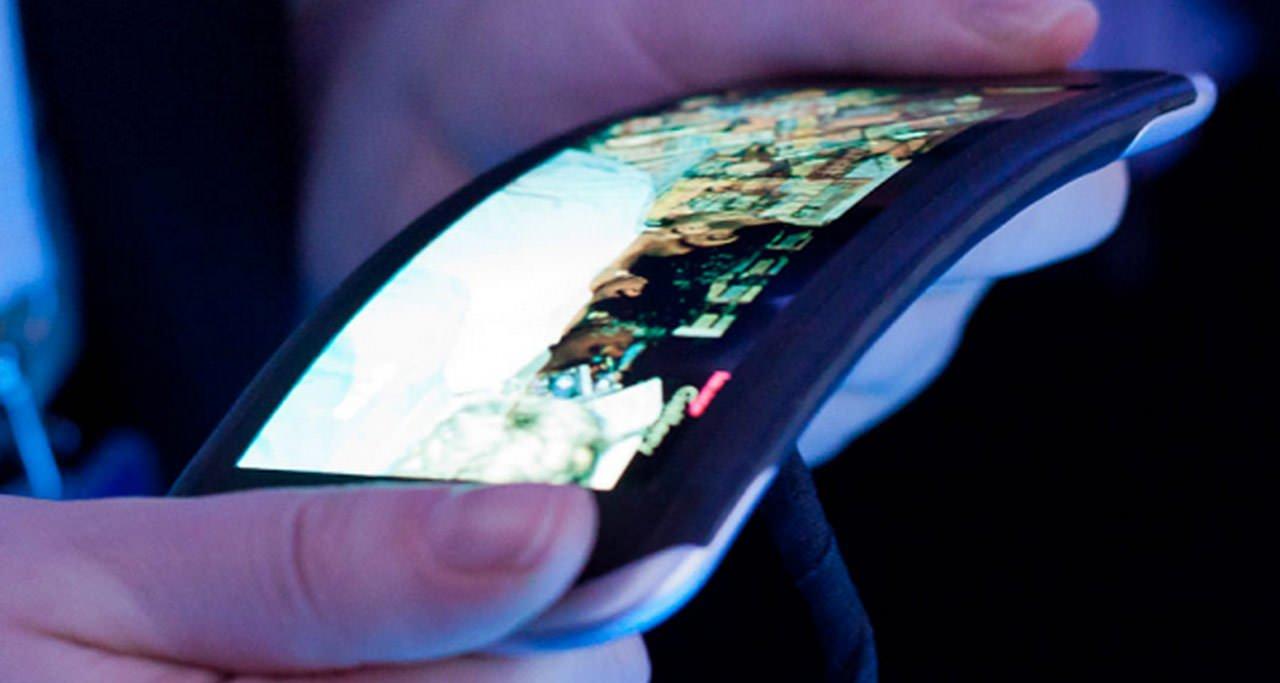 Смартфон iPhone сосгибающимся дисплеем создается при участииLG Display