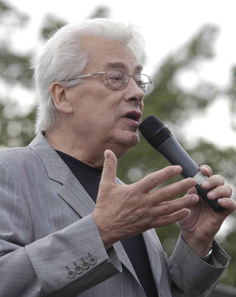 Малахов считает, что презент Чумака связан сего пристрастием калкоголю