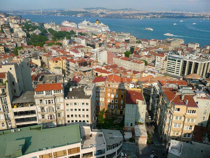 ВСтамбуле неизвестный открыл огонь по учащимся