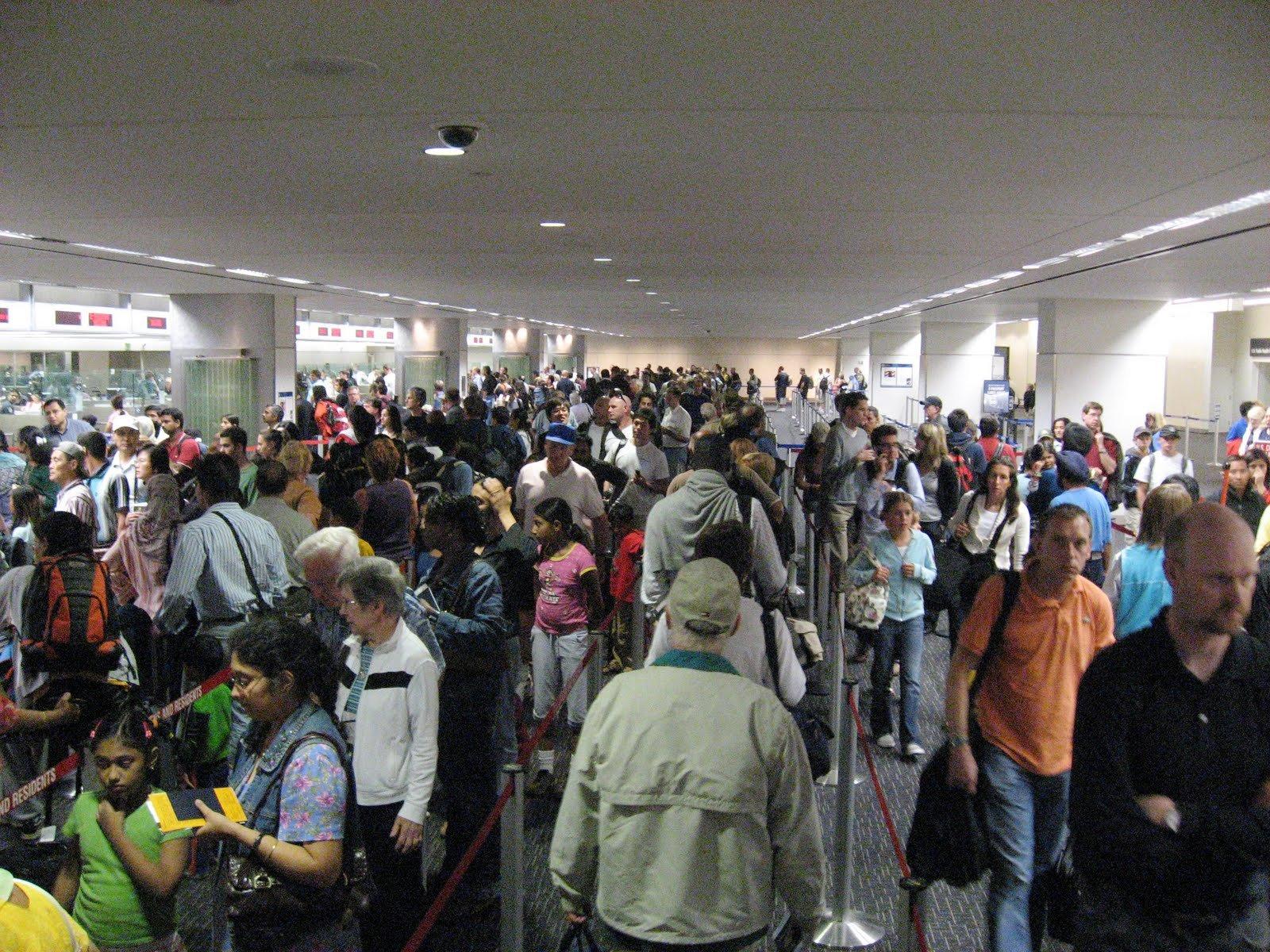 Ваэропорту Внуково произошел сбой всистеме контроля. Образовались самые большие очереди
