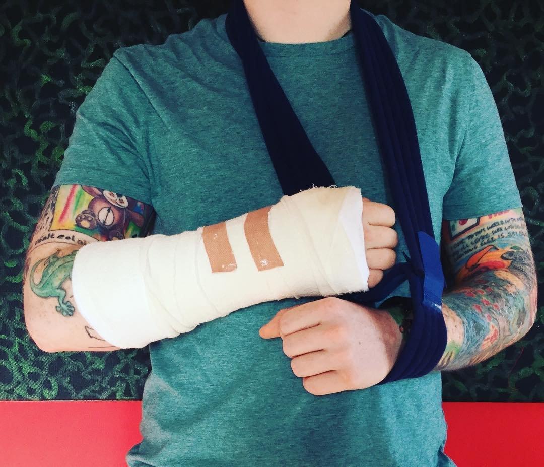 Солист ЭдШиран попал в поликлинику после ДТП встолице Англии, проинформировали СМИ