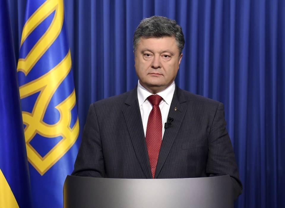 Услышатли: Порошенко призвал радикалов закончить захват «вертолетной площадки Януковича»
