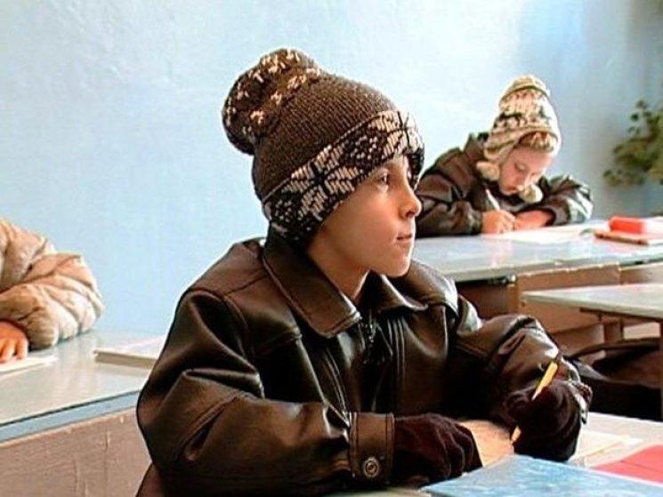 Воспитанники начальных классов водной изшкол Архангельска мерзнут науроках