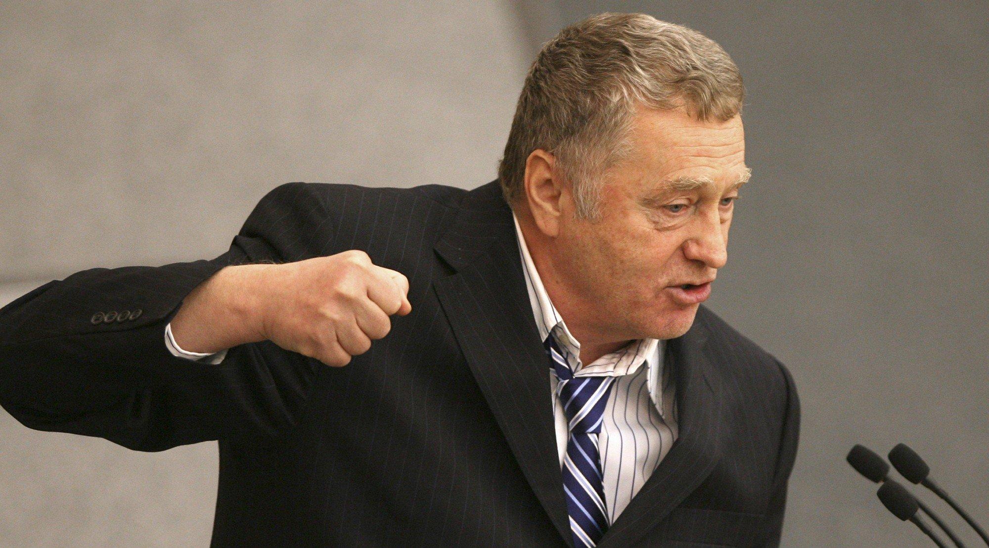 Жириновский призвал уменьшить новогодние каникулы доодного дня