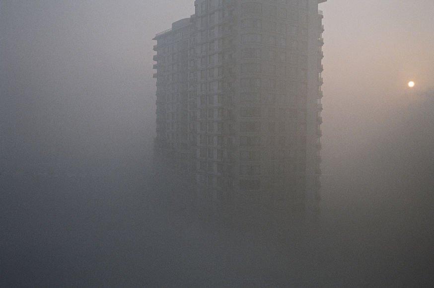 Из-за сильного тумана оранжевый уровень опасности объявили власти Пекина