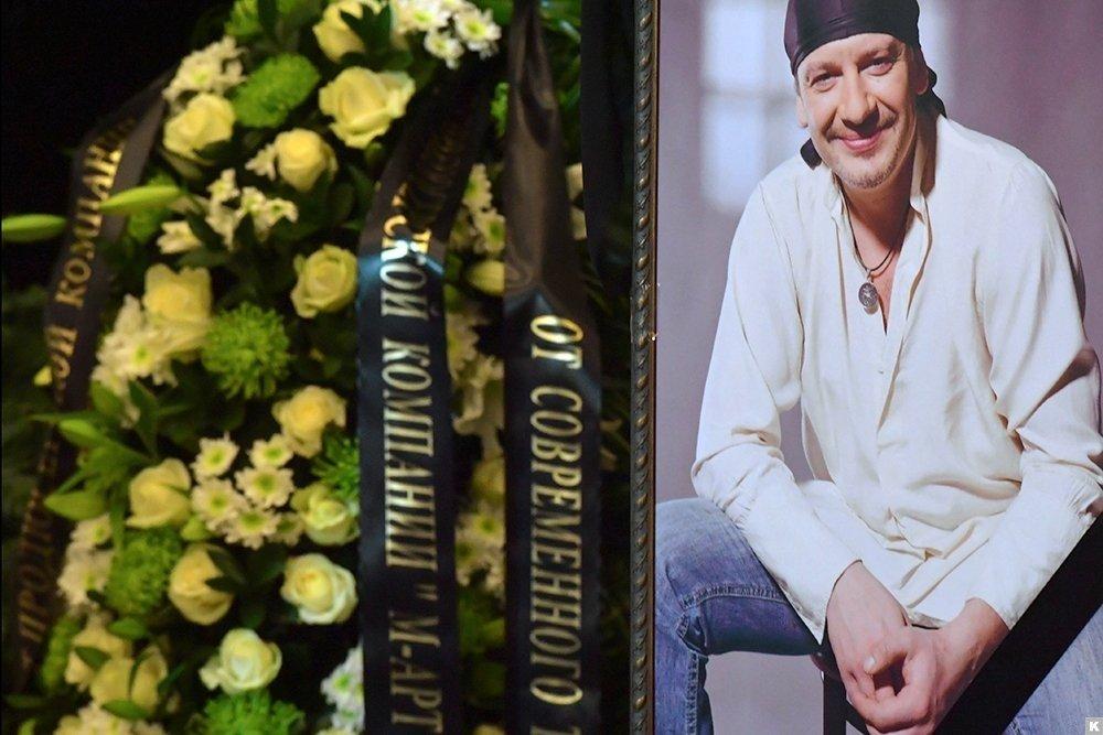 Напохоронах Дмитрия Марьянова был замечен венок снепонятной надписью