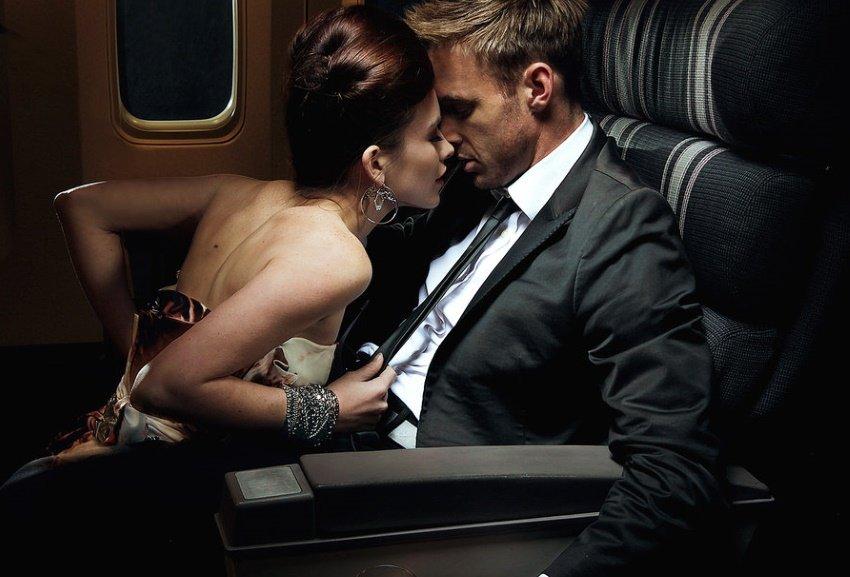 Пассажиры бизнес-класса часто выплачивают бортпроводницам засекс— Стюардесса
