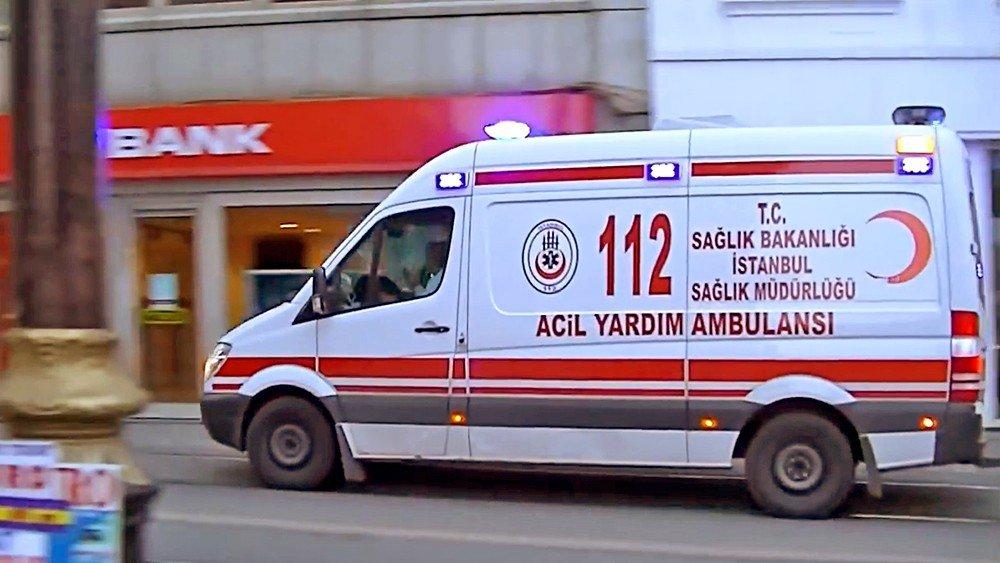 Туристический автобус столкнулся с грузовиком в Турции
