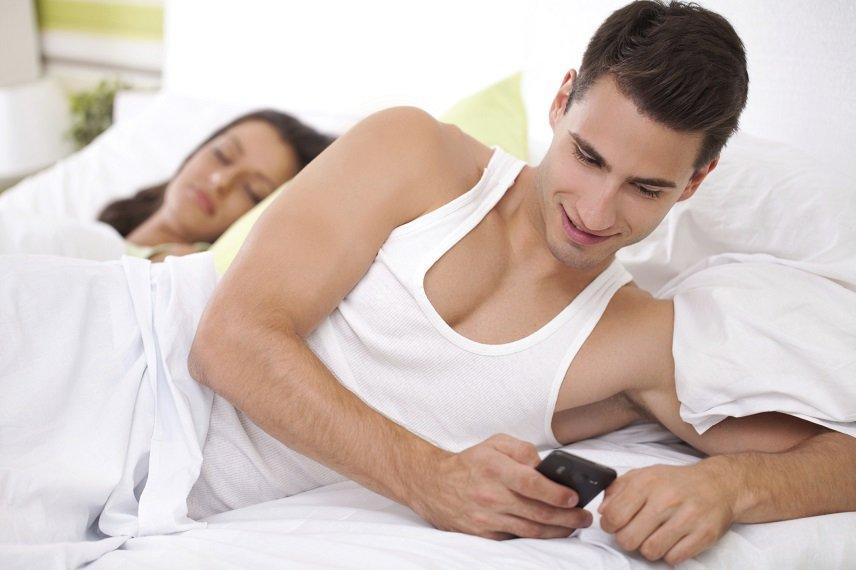 Юристы установили, почему супруги стали чаще изменять друг другу