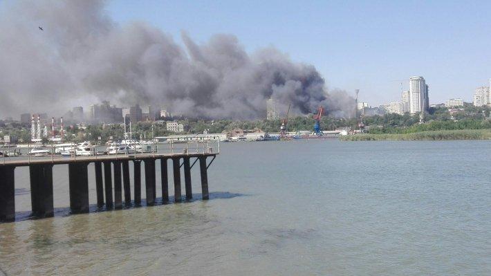 ВРостовской области нахозяйственном рынке произошел мощный пожар