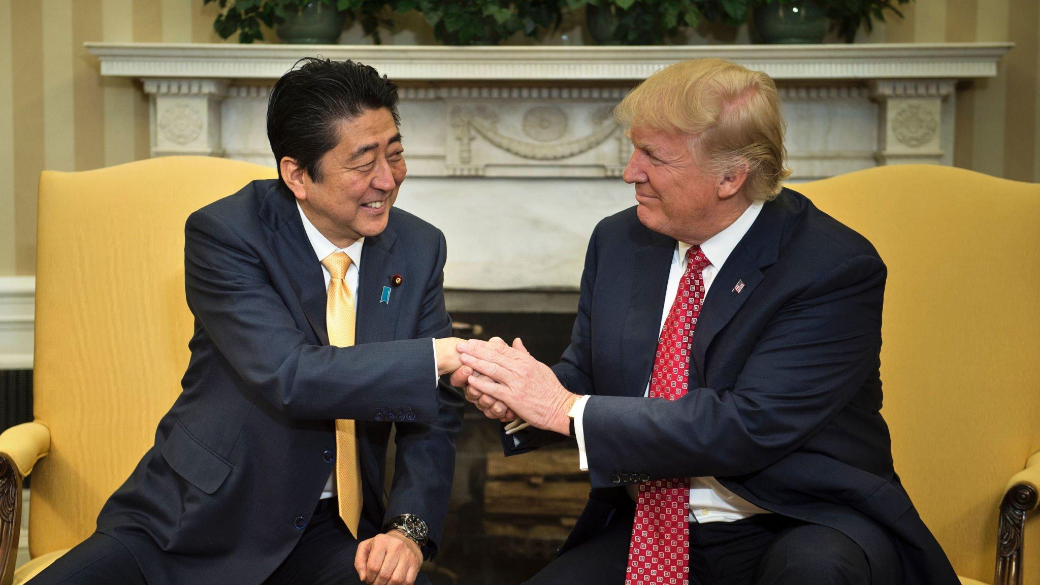 Трамп иАбэ договорились усилить давление наКНДР