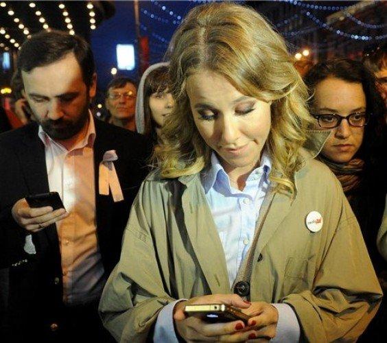 Собчак рекламирует iPhone, игнорируя договор с Самсунг