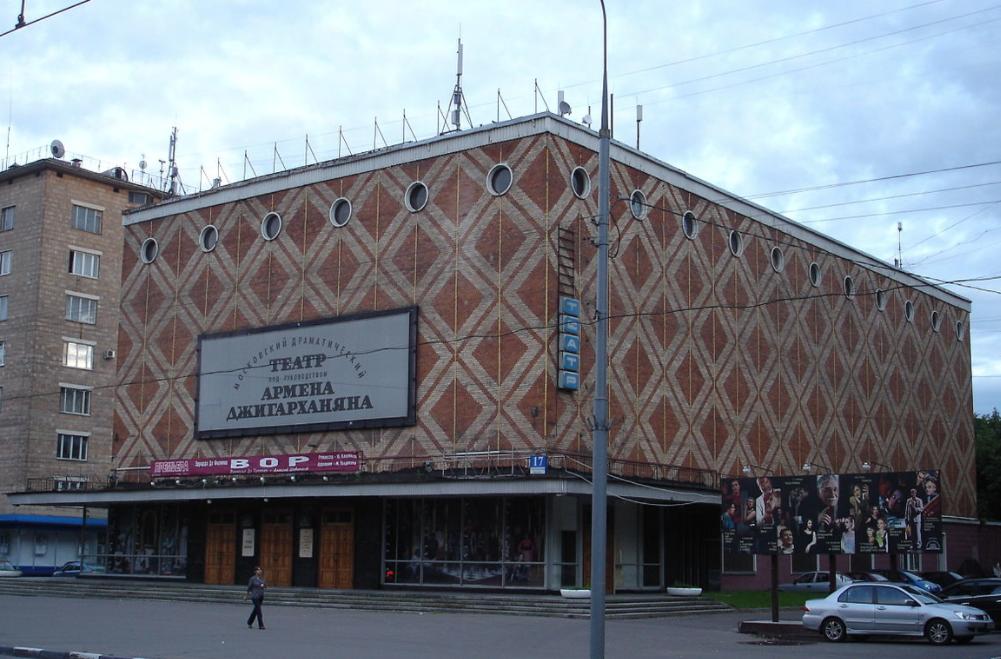 Втеатре Армена Джигарханяна проходят обыски