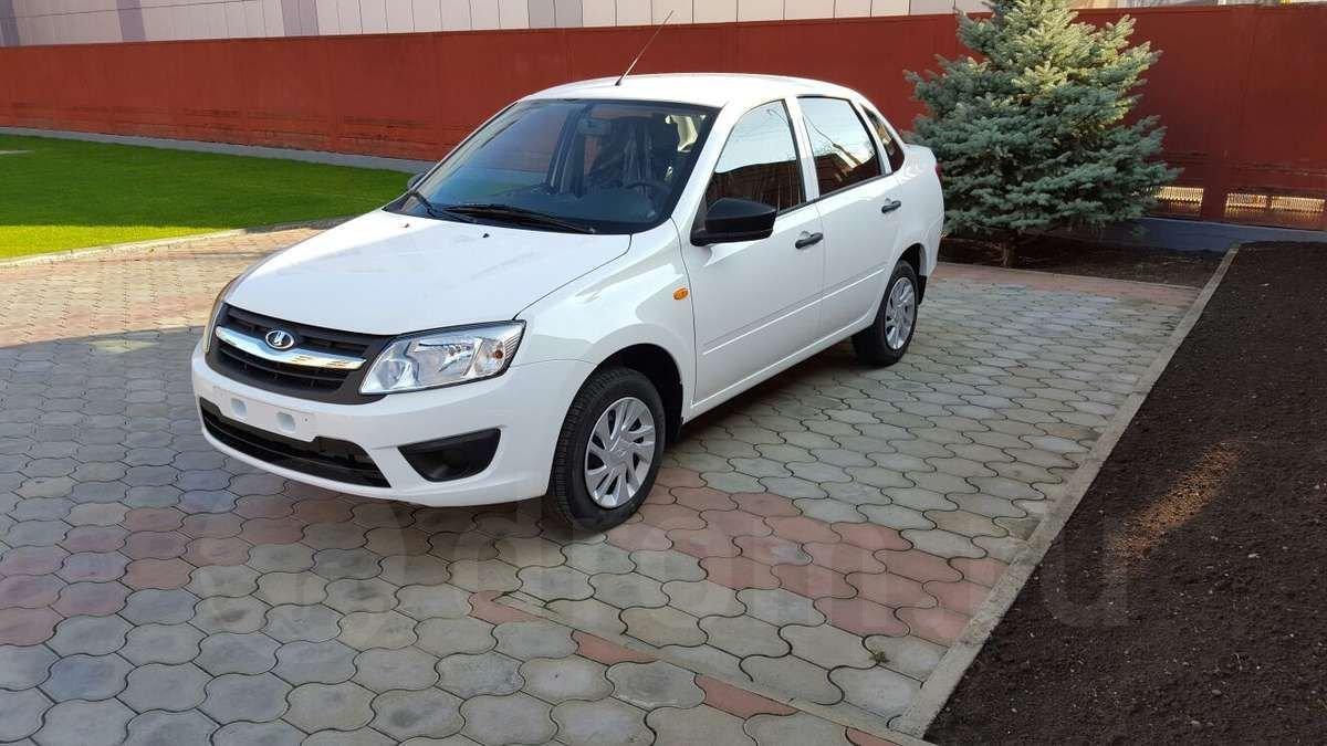 Белый седан LADA стал наиболее популярным авто у россиян