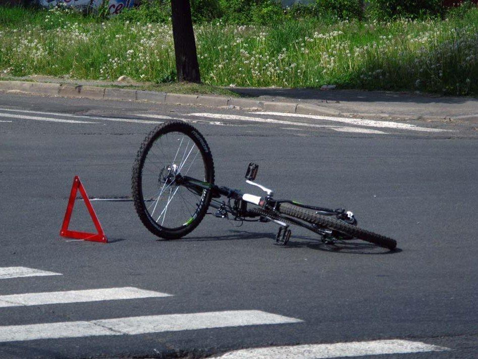 ВИвановской области 55-летняя велосипедистка угодила под машину