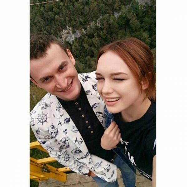 Поклонники раскритиковали Шурыгину за отсутствие кольца на новом снимке с мужем