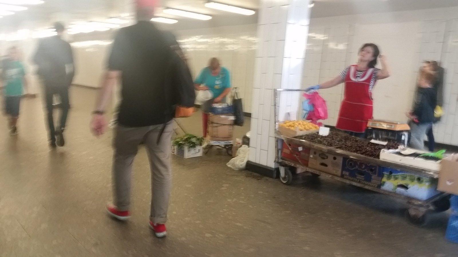 Пассажиров столичного метро угостят чаем вовремя закрытия фиолетовой веточки