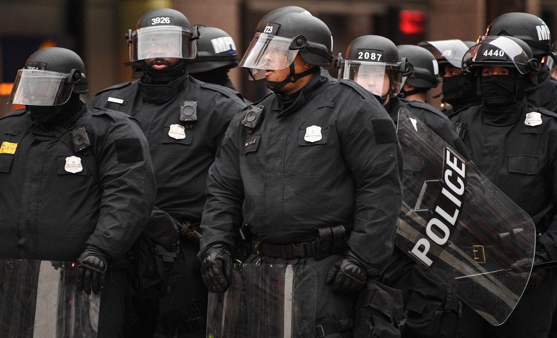 ВКалифорнии шофёр въехал втолпу протестующих