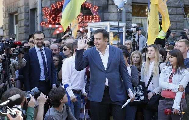 Народное вече началось уздания Рады поинициативе Саакашвили