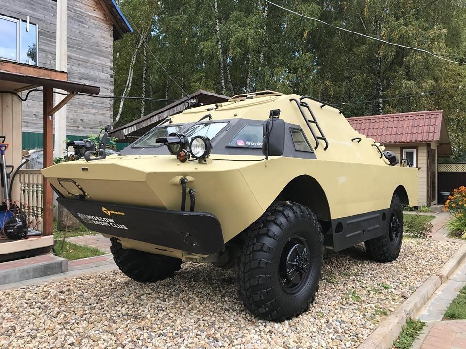 Тюнингованный броневик БРДМ-2 продауют забиткоины воВнукове
