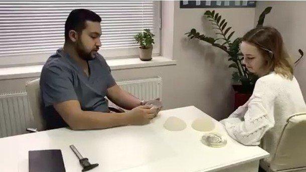 Диана Шурыгина перед повышением груди посетила консультацию ухирурга