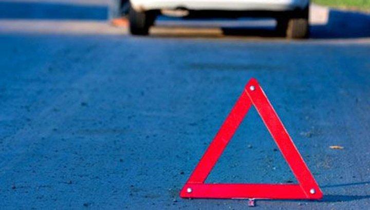 Вцентральной части Москвы две машины врезались вавтомобиль смигалками