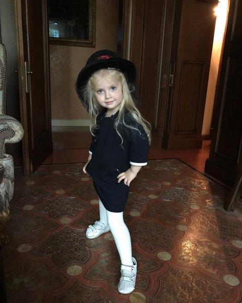 Дочь Аллы Пугачёвой Лиза начинает носить её вещи