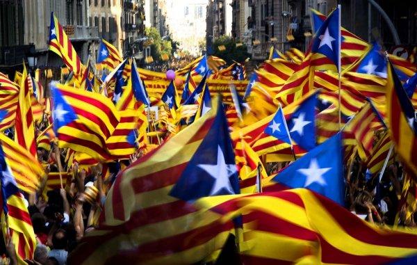В результате конфликтов с полицией в Каталонии пострадали 38 человек