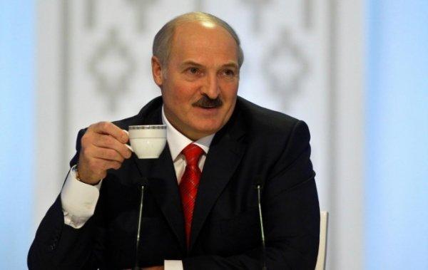 Лукашенко подарил тонну яблок интернату для пенсионеров в Минске