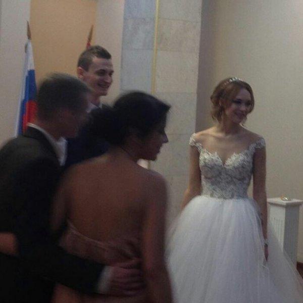 Свершилось: Диана Шурыгина показала свадебные фото, сделанные в ЗАГСе