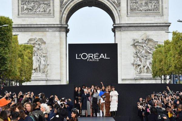 L'Oreal Paris провела уникальный подиумный показ мод и косметики на Елисейских полях
