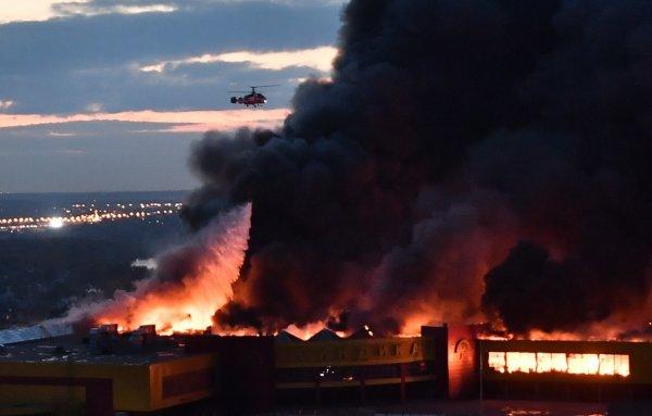 Площадь обрушения в горящем ТЦ «Синдика» достигла 1000 кв. метров: События в реальном времени