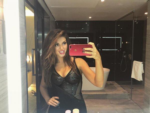 Полуголая певица Нюша поделилась фотографиями из ванной