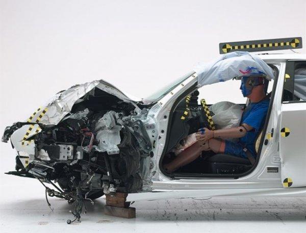 Новый Lexus IS получил высший балл от IIHS