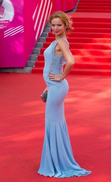 СМИ рассказали об отце будущего ребенка актрисы Елены Захаровой