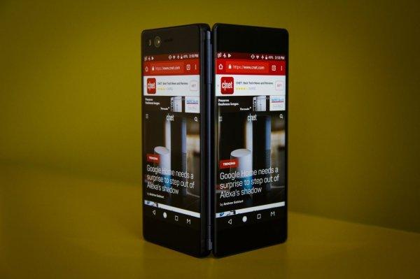 Смартфон-раскладушку ZTE Axon M сделали с двумя дисплеями