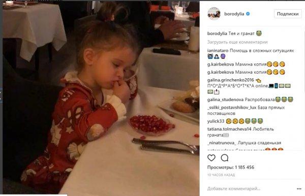 Ксения Бородина присоединилась к флешмобу Галкина и показала, как кушает Теона