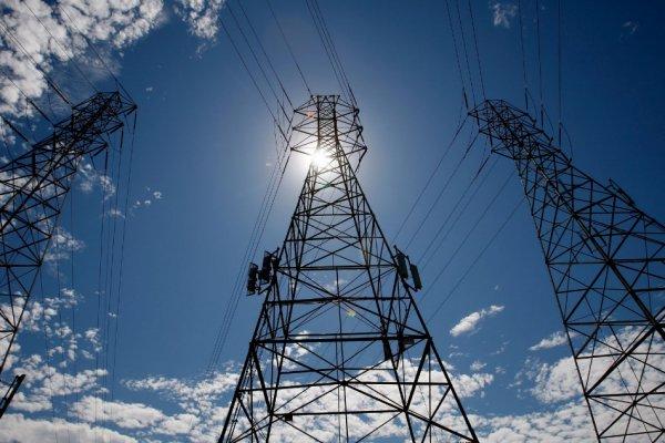В понедельник от электросети отключат дома на 15 улицах Томска