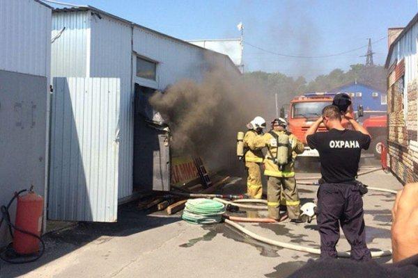 Опубликовано видео пожара на рынке в Ростове-на-Дону