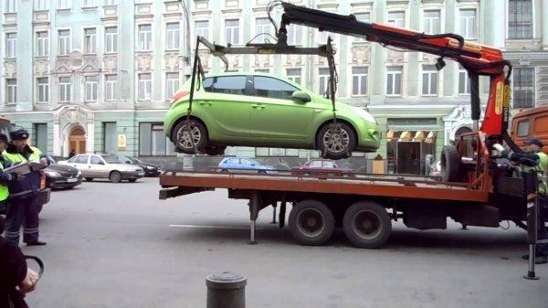 В Москве сократилось количество эвакуированных авто без номеров