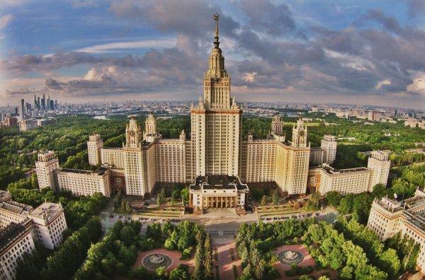 Из-за угрозы взрыва в Москве эвакуировано здание МГУ