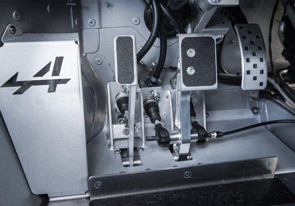 Спорткар возрожденной марки Alpine подготовлен к гонкам